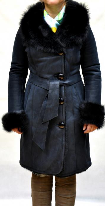Манжеты рукавов и капюшон отделаны мехом тоскана.