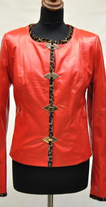Куртки цвет красный