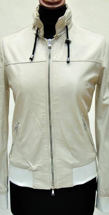 Куртки с капюшоном бомбер