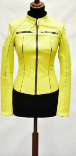 короткая женская кожаная куртка