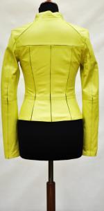 модная короткая кожаная куртка
