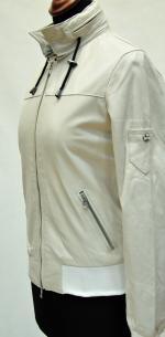 Куртки женские с капюшоном