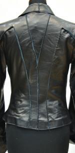 кожаная куртка с выпущенными швами