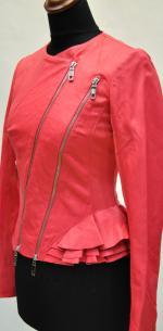 Кожаные куртки с баской, вид сбоку