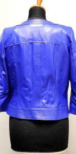 синяя короткая куртка